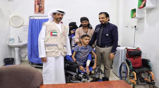 الإمارات تحقق أمنية طفل معاق من ابناء عدن