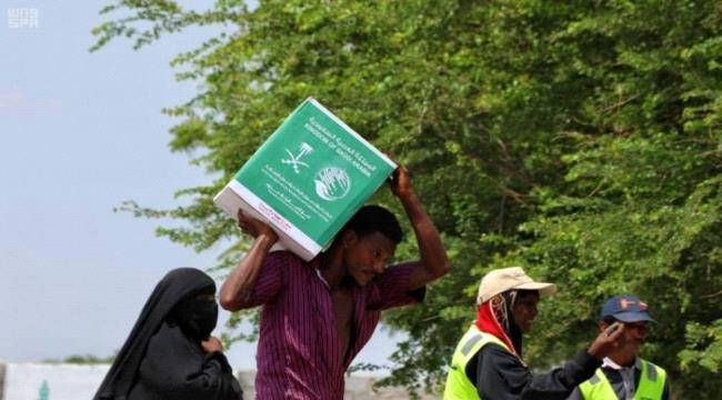 مركز #الملك_سلـمان يوزع مساعدات على المتضررين من إعصار هيكا بلحج